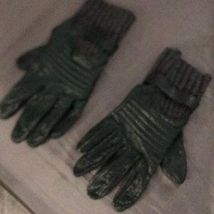 Club Monaco Green Leather gloves